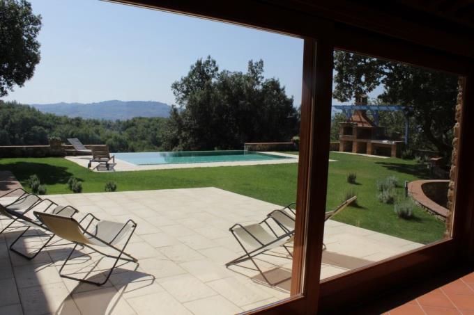 piscina-sfioro-tenuta-vinicola-vendita-toscana-siena