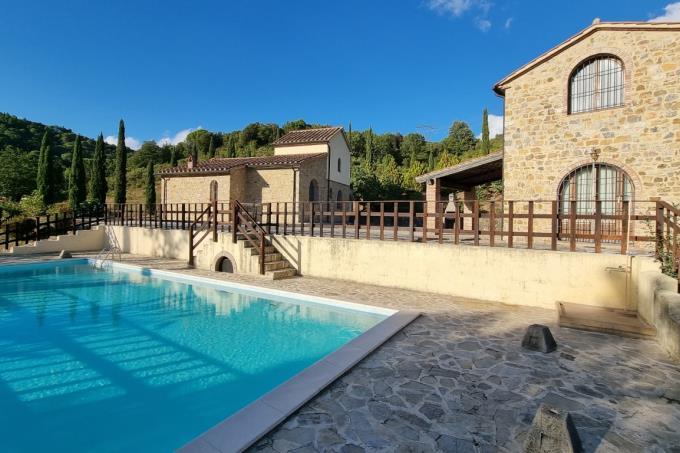 piscina-tenuta-con-2-casali-ristrutturati-in-vendita-toscana-maremma-suvereto