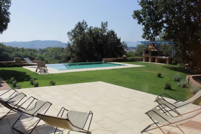 piscina-lussuosa-villa-settecentesca-vendita-toscana-siena