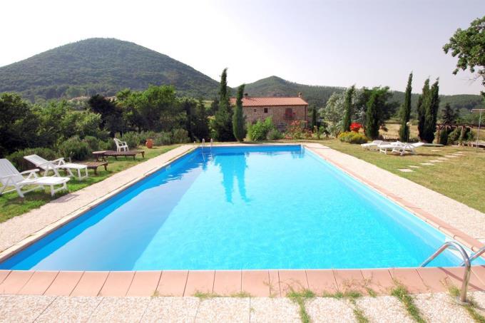 piscina-casale-ristrutturato-in-vendita-toscana-pisa-chianni