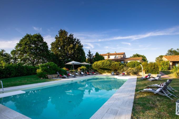 piscina-villa-antica-vista-mare-in-vendita-toscana-grosseto-massa-marittima