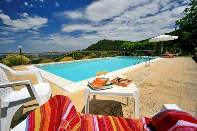 piscina-tenuta-di-prestigio-con-2-casali-in-vendita-toscana-pisa-volterra