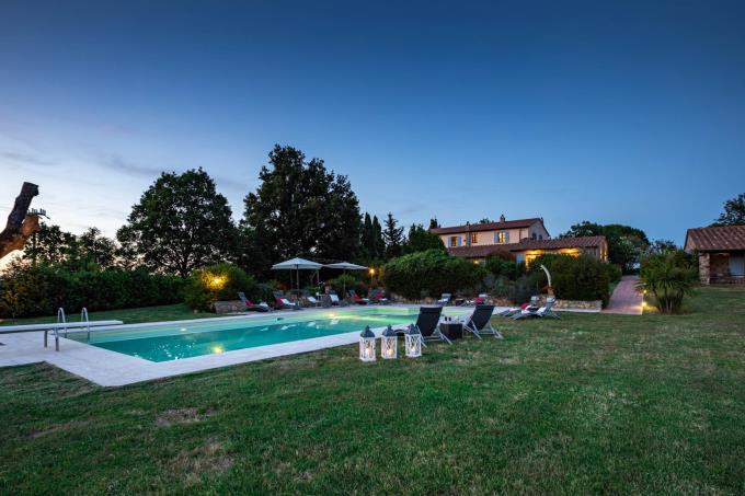 piscina-magnifica-tenuta-con-olivi-in-vendita-toscana-maremma-massa-marittima