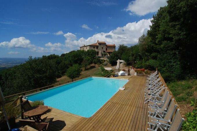 piscina-prestigioso-eremo-castello-in-vendita-toscana-volterra