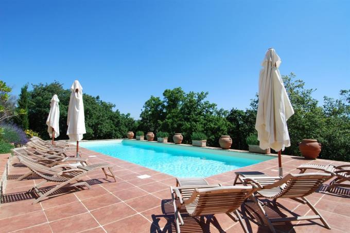 area-piscina-prestigiosa-proprieta-vendita-toscana-radicondoli