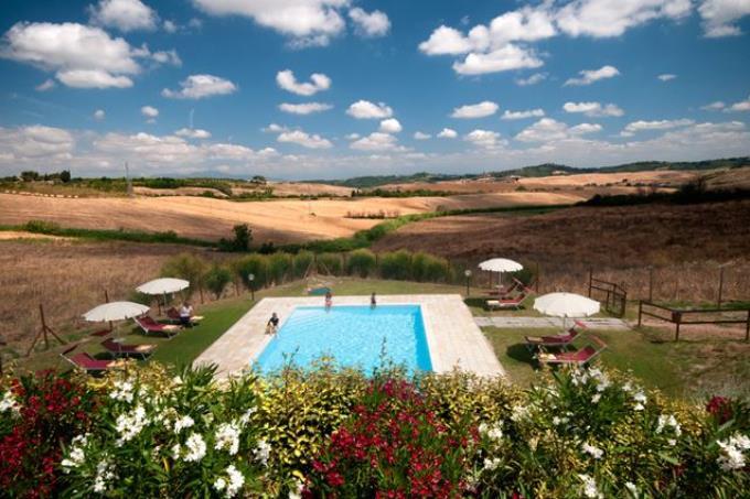 piscina-casale-ottocentesco-ristrutturato-vendita-lajatico