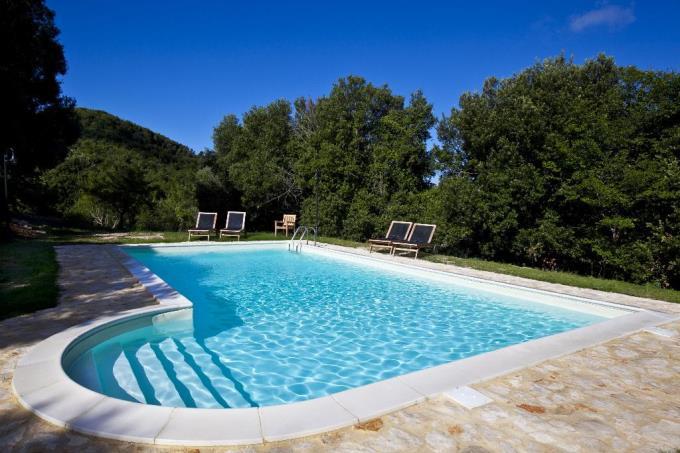 piscina-casale-6-camere-vista-mozzafiato-in-vendita-toscana-pisa-volterra