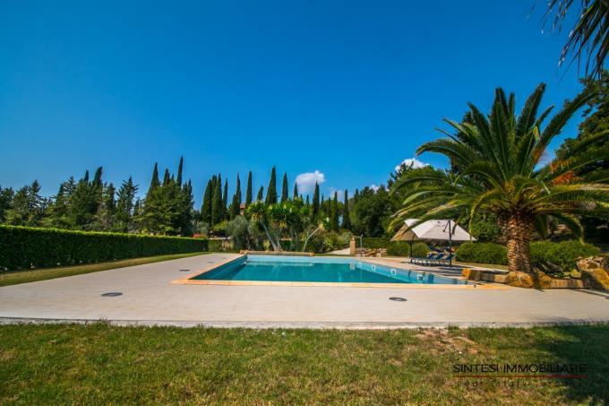 piscina-lussuosa-tenuta-con-4-casali-vista-mare-in-vendita-toscana-livorno-suvereto