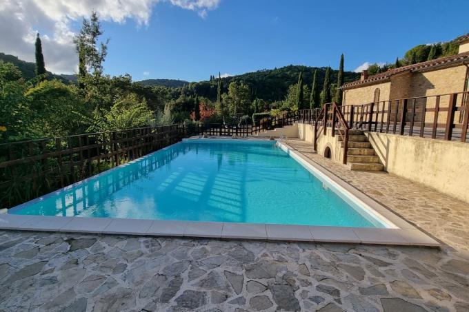 piscina-tenuta-2-casali-5-camere-in-vendita-toscana-maremma-suvereto