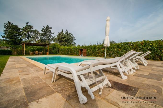 piscina-con-gazebo-villa-di-lusso-in-vendita-toscana-costa-livorno-bolgheri