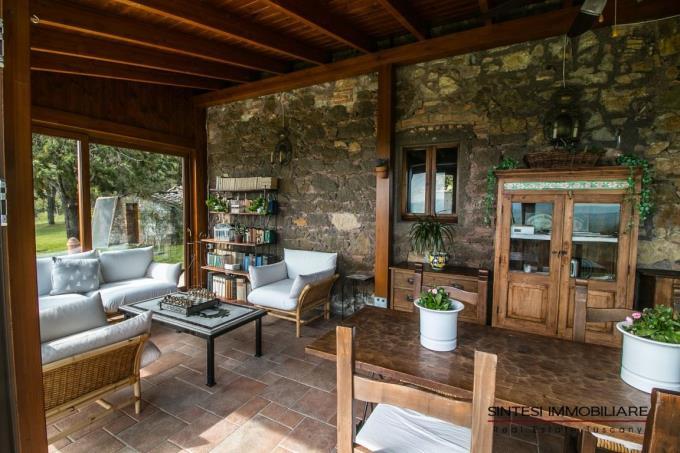raffinata-veranda-del-casale-ristrutturato-in-vendita-toscana-pisa-montecatini-val-di cecina