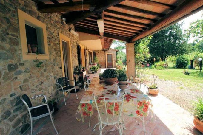 porticato-esclusivo-rustico-con-guesthouse-in-vendita-toscana-pisa-chianni