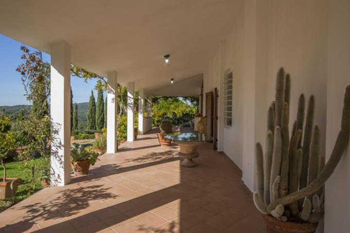 porticato-prestigiosa-villa-vendita-toscana-quercianella