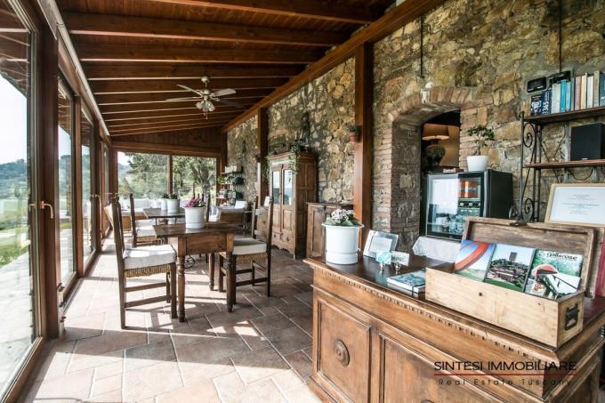 veranda-casale-in-pietra-ristrutturato-in-vendita-in-toscana-Pisa-Volterra