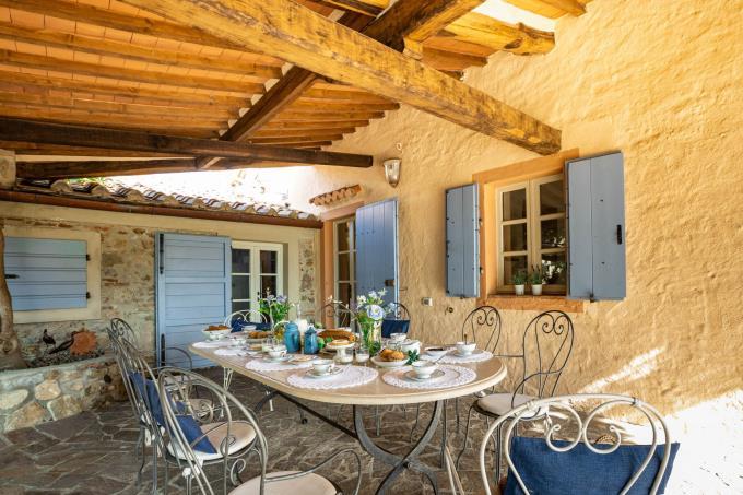 porticato-tenuta-villa-antica-guesthouse-piscina-vista-mare-in-vendita-sud-toscana-massa-marittima