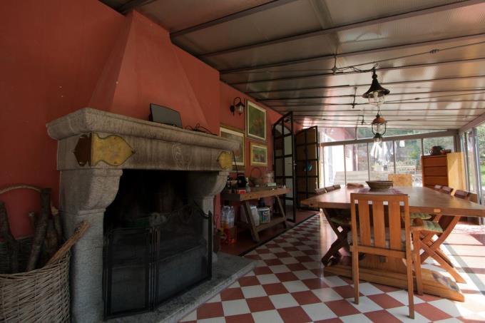 portico-con-camino-casale-d'epoca-con-piscina-in-vendita-toscana-costa-livorno