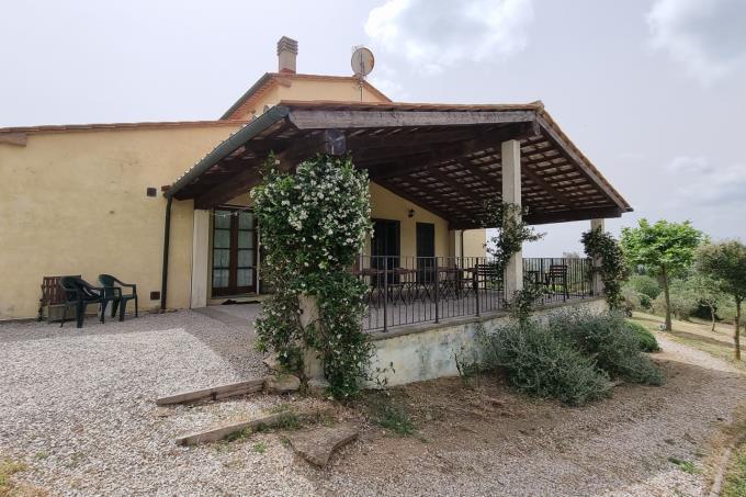 porticato-villa-di-campatgna-con-piscina-vicino-al-mare-in-vendita-toscana-livorno-suvereto