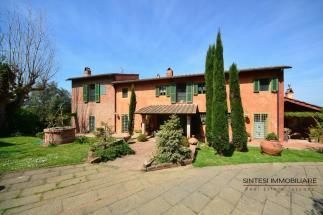 Prestigiosa tenuta con 2 casali in vendita in Toscana | Pisa nel cuore della Valdera