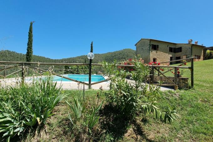 prestigiosa-tenuta-due-casali-piscina-vista-su-volterra-in-vendita-toscana-pisa-volterra.jpg