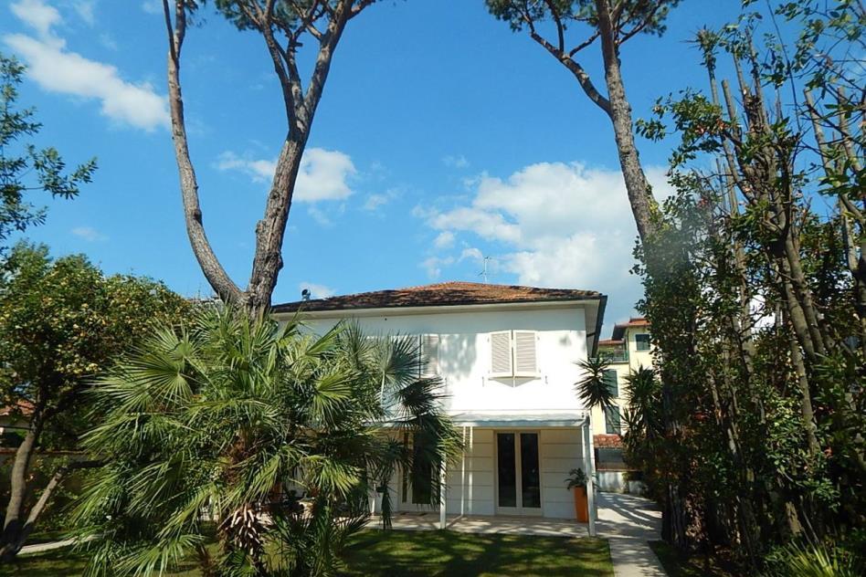 prestigiosa-villa-sul-mare-in-vendita-toscana-lucca-marina-di-pietrasanta