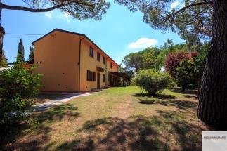 Prestigiosa villa di campagna in vendita a Pisa, Toscana