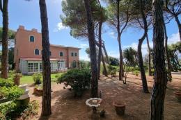 appartamento di charme 300 mq. parco privato 2450 mq | accesso al mare e spiaggetta privati