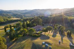 tenuta santa giulia piscina 4 camere | 2 bagni | terreno 5 ha in vendita Toscana| Pisa| volterra