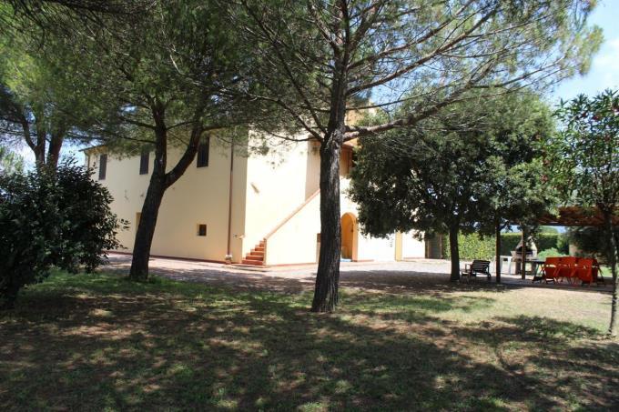 parco-casale-di-prestigio-con-piscina-in-vendita-toscana-livorno-bolgheri