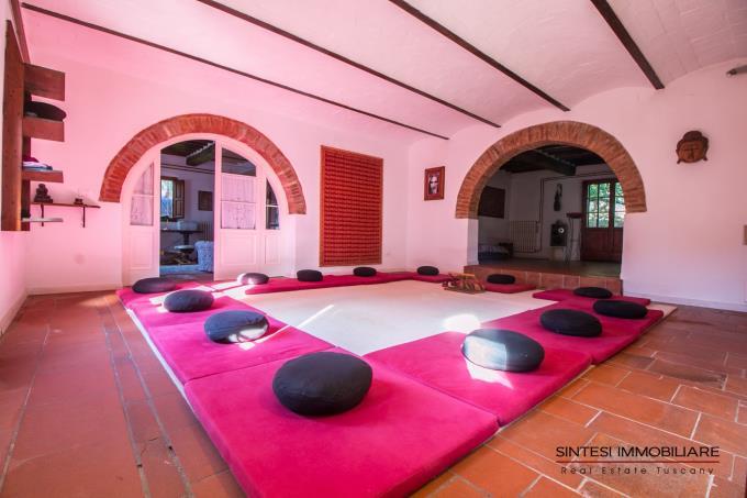 sala-relax-privata-villa-antica-con-piscina-e-guesthouse-in-vendita-toscana-pisa-fauglia