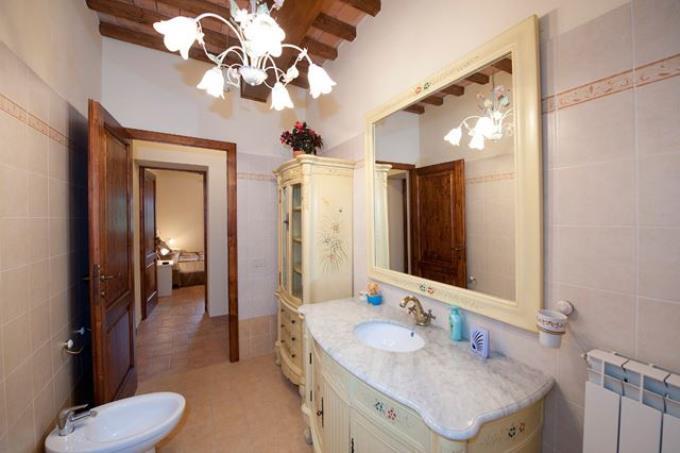 raffinato-bagno-casale-ottocentesco-vendita-lajatico