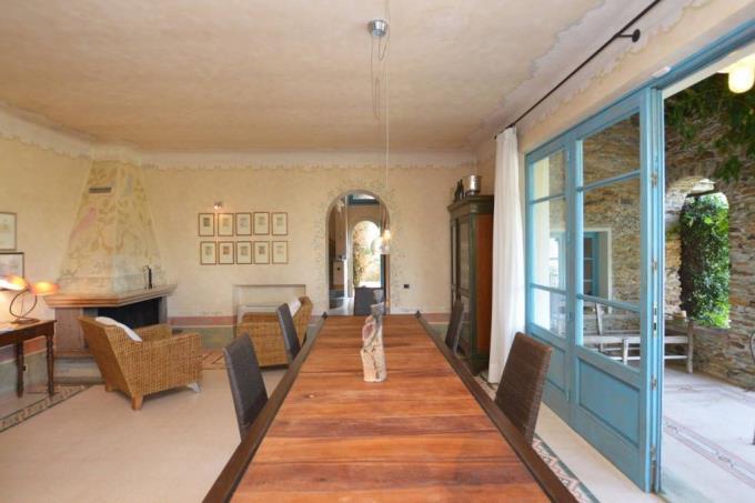 raffinato-salone-villa-di-lusso-con-vista-mare-in-vendita-toscana-lucca-pietrasanta