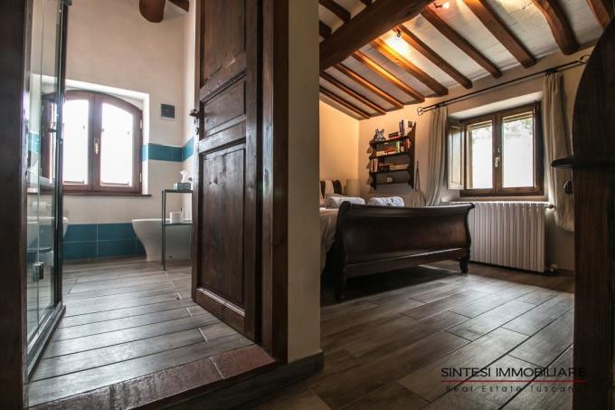 romantica-camera-con-bagno-privato-del-casale-in-vendita-toscana-pisa-montecatini-val-di-cecina
