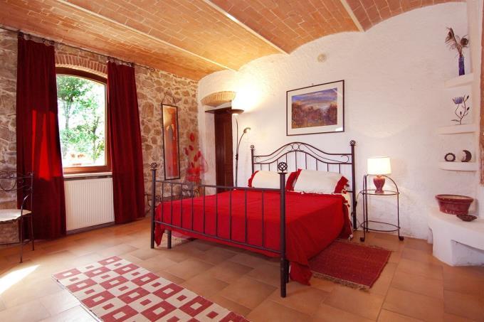 rustico-casale-in-vendita-toscana-chianni-suite-padronale