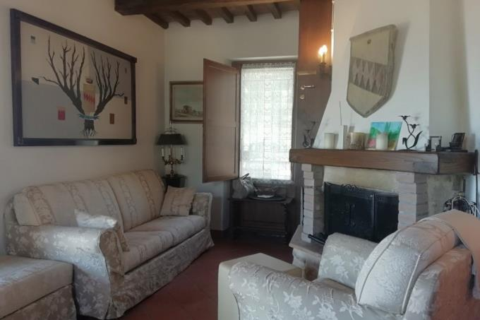 sala-con-camino-rustico-con-vista-mare-in-vendita-toscana-grosseto-saturnia