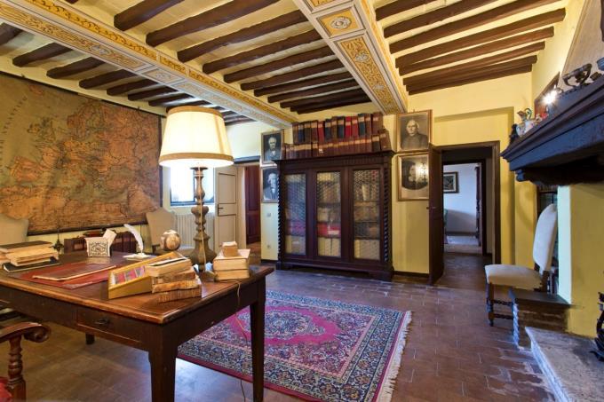 salone-finemente-arredato-villa-ottocentesca-in-vendita-in-umbria