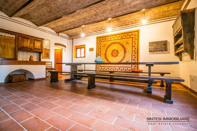 salone-principale-con-camino-esclusiva-villa-storica-in-vendita-toscana-pisa-fauglia
