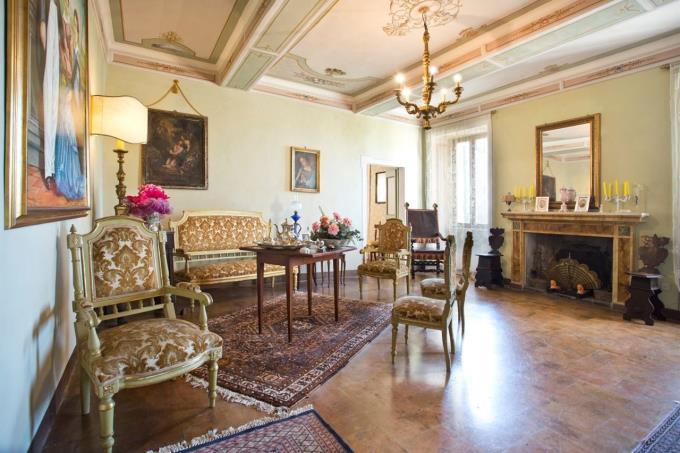 salone-principale-proprieta-storica-in-vendita-umbria-spoleto