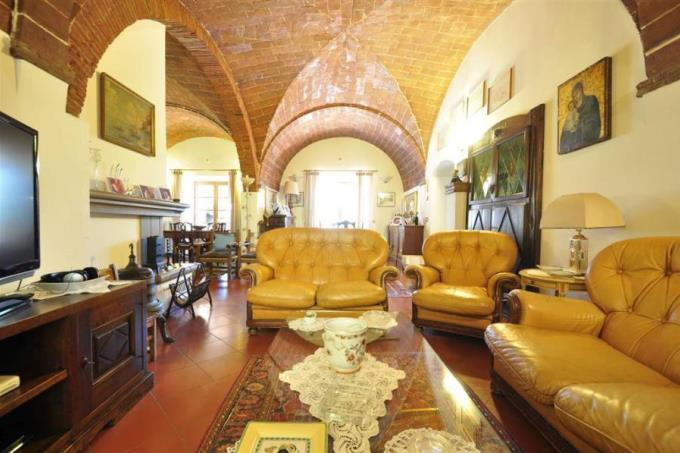 salonte-tenuta-con-olivi-casale-medievale-vista-mare-in-vendita-toscana-livorno-suvereto