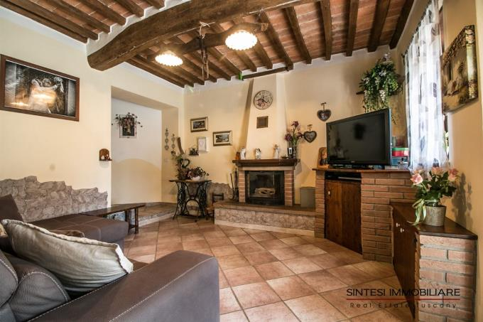 salotto-bellissimo-casale-ristrutturato-vicino-al-mare-in-vendita-toscana-livorno-suvereto