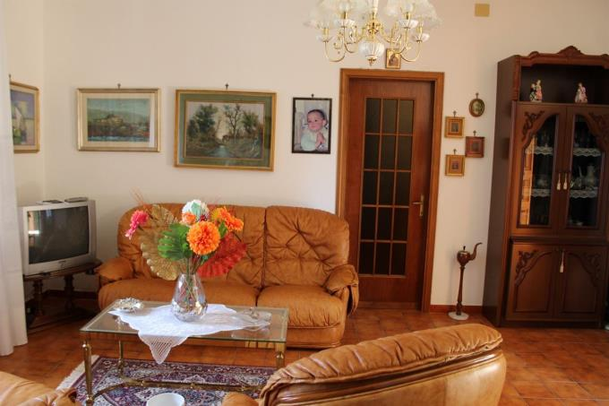 salotto-villa-in-vendita-toscana-pisa-santa-luce