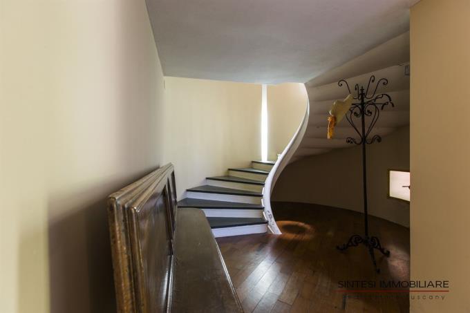 scala-ellittica-villa-vendita-toscana-livorno