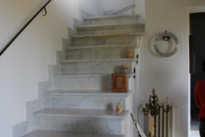 scala-in-marmo-villa-esclusiva-in-vendita-toscana-lucca-pietrasanta