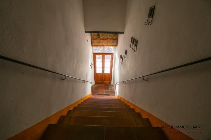 scala-interna-in-pietra-originale-esclusiva-villa-storica-in-vendita-toscana-pisa-fauglia