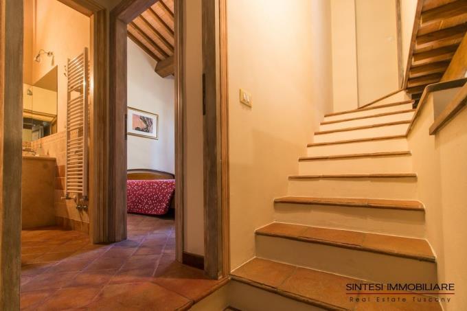 scala-interna-villa-di-campagna-in-vendita-toscana-tra-castagneto-carducci-e-suvereto