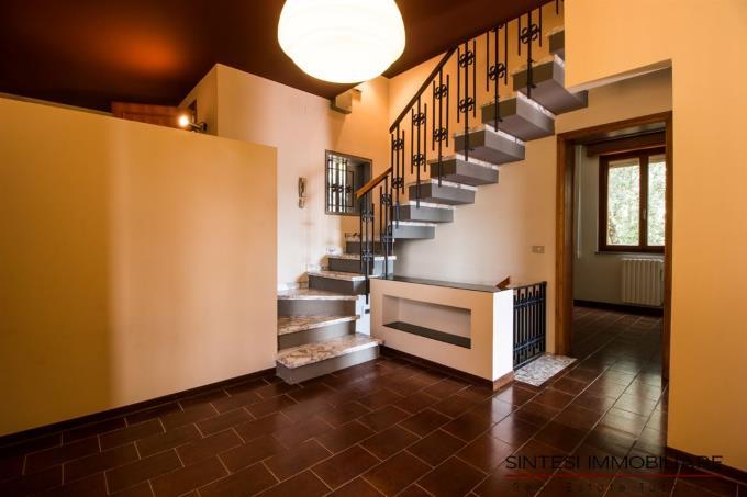 scala-interna-villa-sul-mare-in-vendita-toscana-livorno