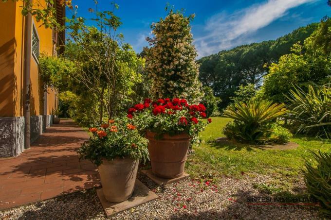 scenografica-villa-d'epoca-con-piscina-in-vendita-toscana-costa-livorno-baratti