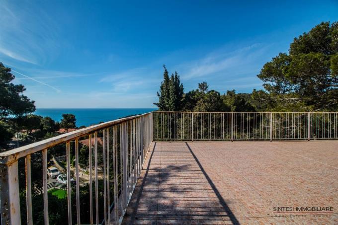 terrazza-60 mq-vista-mare-mozzafiato-villa-in-vendita-sul-mare-toscana-costa-livorno