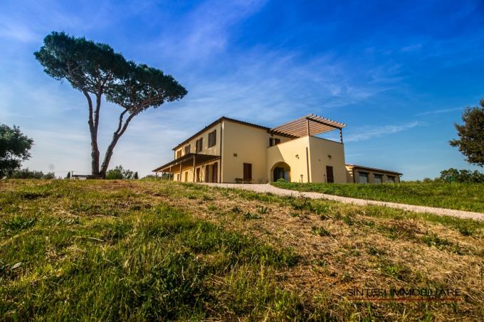 fattoria-con-vigneti-sul-mare-in-vendita-toscana-livorno-bolgheri-area