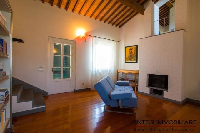 soggiorno-con-camino-casale-di-lusso-con-piscina-in-vendita-toscana-livorno-costa