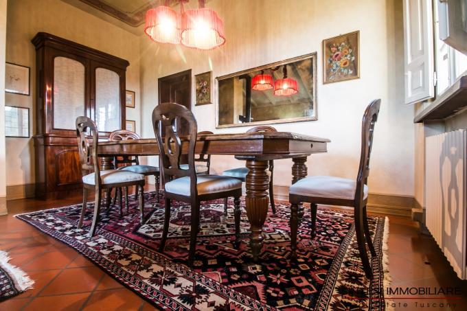 soggiorno-villa-signorile-con-5-camere-in-vendita-toscana-lucca